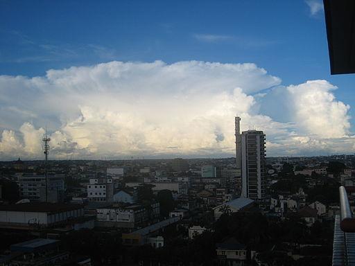 Big_cloud_approaching_Manaus,_Brazil