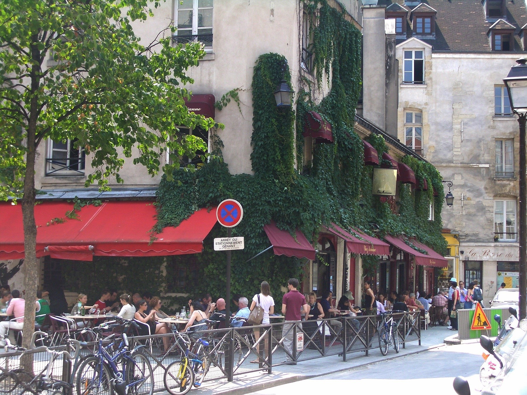 Paris Nightlife: Hotspots that you cannot miss!